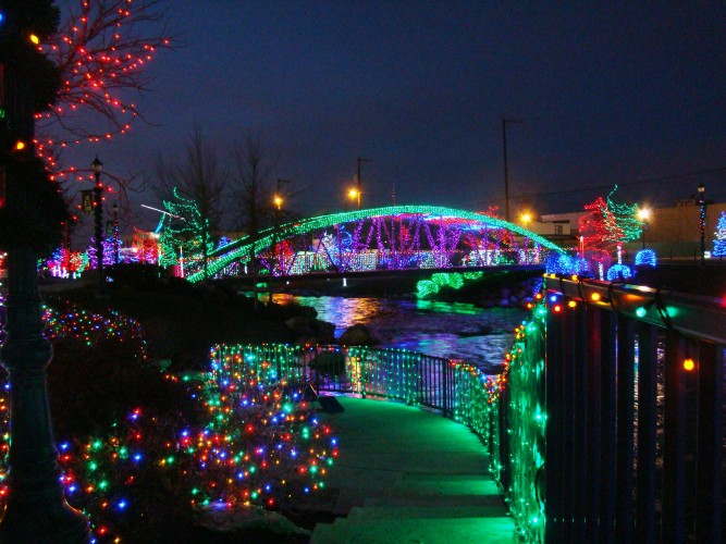 A pedestrian bridge in Downtown Caldwell decked out for the Holidays.